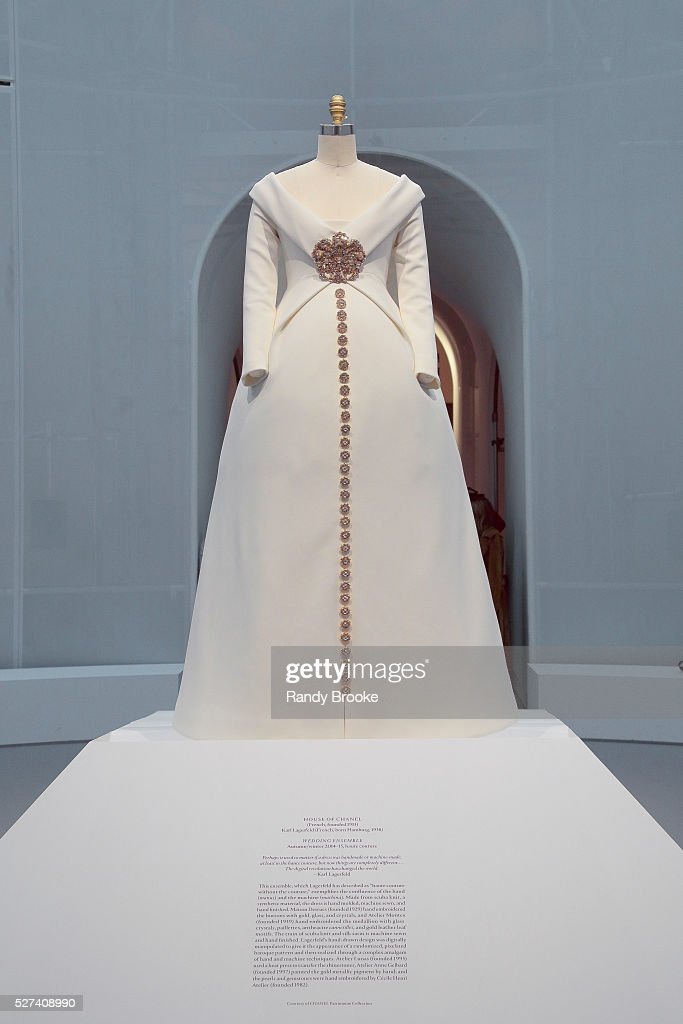 Manus x machina fashion in an age of technology press for Haute house couture