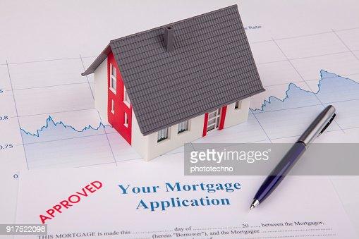 Haus in einem finanziellen Diagramm : Stock-Foto