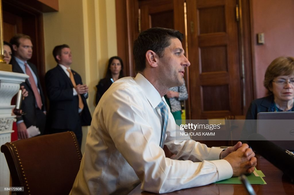 US House Speaker Paul Ryan holds a briefing to preview the House Republican policy agenda set to be released in the coming weeks on Capitol Hill in Washington, DC, on May 25, 2016. / AFP / Nicholas Kamm