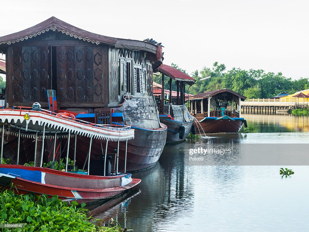 Houseboat in the Tha Chin River Nakhonpathom : Stock Photo