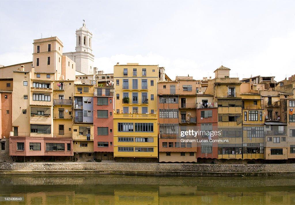 Houses along the River Onyar, Girona, Spain : Stock Photo