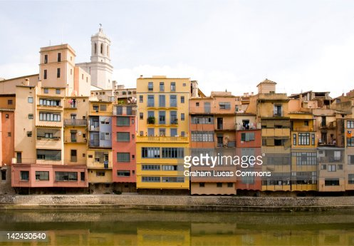 Houses along the River Onyar, Girona, Spain : Stock Photo
