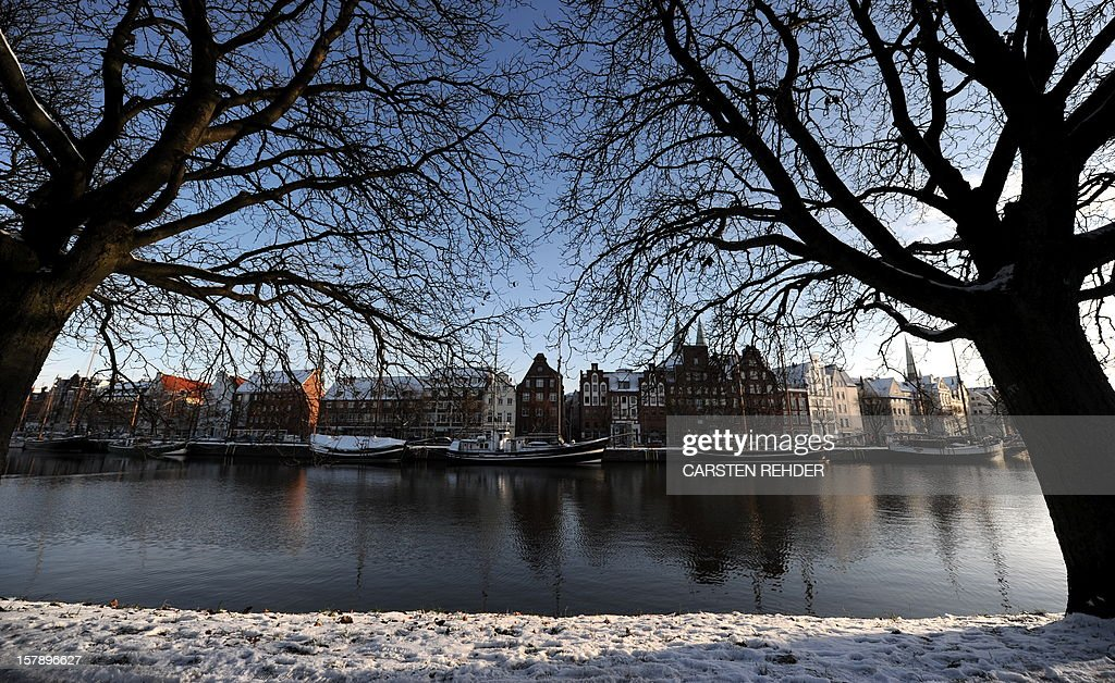 Houses are seen at the Trave river in Luebeck, northern Germany on December 12, 2012. Meteorologists forecast temperatures around freezing point for the upcoming days in Germany.
