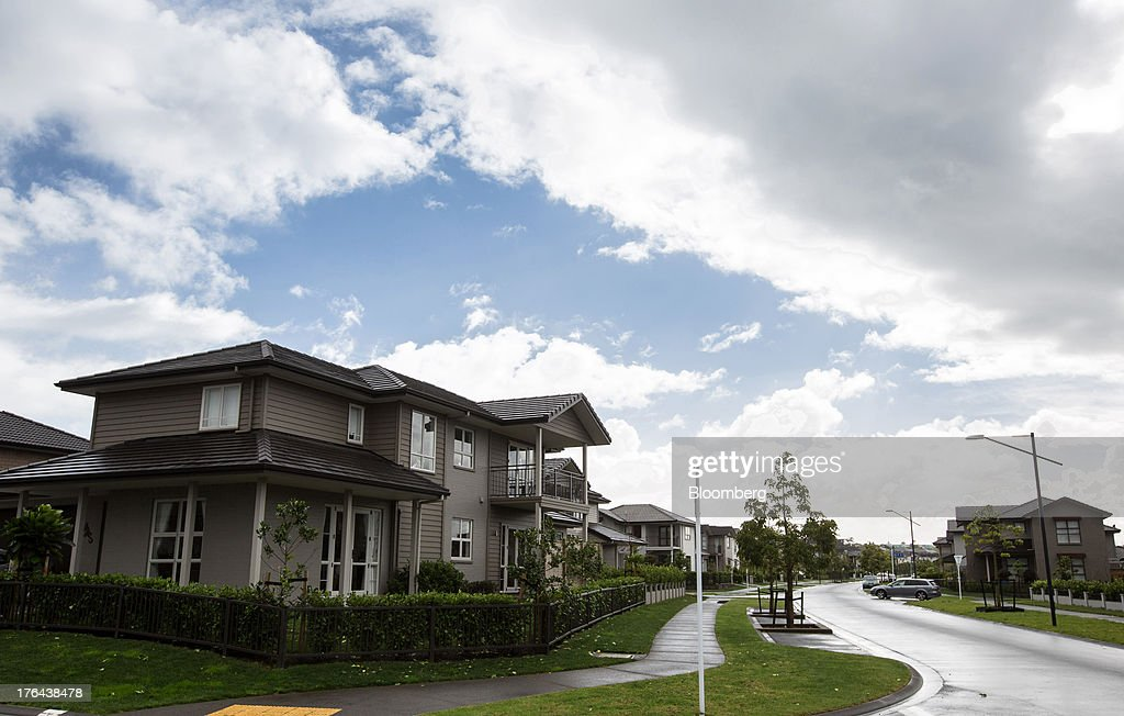 Houses stand in the suburb of Mount Wellington in Auckland, New Zealand, on Monday, Aug. 12, 2013. New Zealand's growth rate is forecast to outpace Australia's for the next two years, helping stem an exodus that's resulted in the highest proportion of its people living overseas in the developed world after Ireland. Photographer: Brendon O'Hagan/Bloomberg via Getty Images