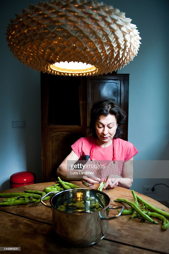 Housewife preparing beans : Stock Photo
