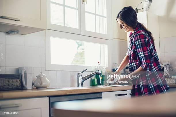 主婦皿洗い