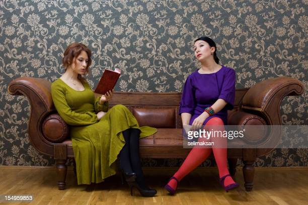 Housewifes al libro della sessione di lettura