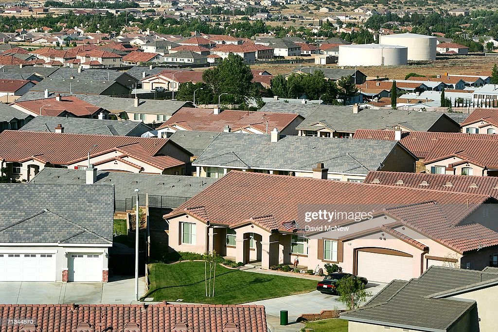 Housing tracts spread out near the San Andreas Fault as suburban sprawl continues on June 29, 2006 near Palmdale, California. Scientists are warning that after more than 300 years with very little slippage, the southern end of the 800-mile-long San Andreas Fault north and east of Los Angeles has built up immense pressure that could trigger a massive earthquake at any time. Such a quake could produce a sudden lateral movement of 23 to 32 feet which would be among the largest ever recorded. By comparison, the 1906 earthquake at the northern end of the fault destroyed San Francisco with a movement of no more than about 21 feet. Experts believed that a quake of magnitude-7.6 or greater on the lower San Andreas could kill thousands of people in the Los Angeles area with damages running into the tens of billions of dollars. The San Andreas Fault is the point of collision between the Pacific and the North American tectonic plates of the Earth?s crust.