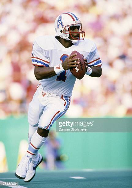 Houston Oilers Hall of Fame quarterback Warren Moon looks to pass in a 2713 loss to the Kansas City Chiefs on September 21 1986 at Arrowhead Stadium...