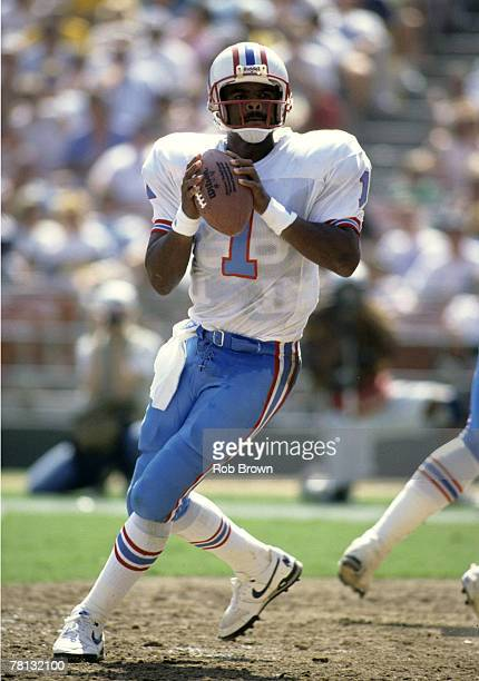 Houston Oilers Hall of Fame quarterback Warren Moon looks to pass in a 177 win over the San Diego Chargers on September 30 1990 at Jack Murphy...