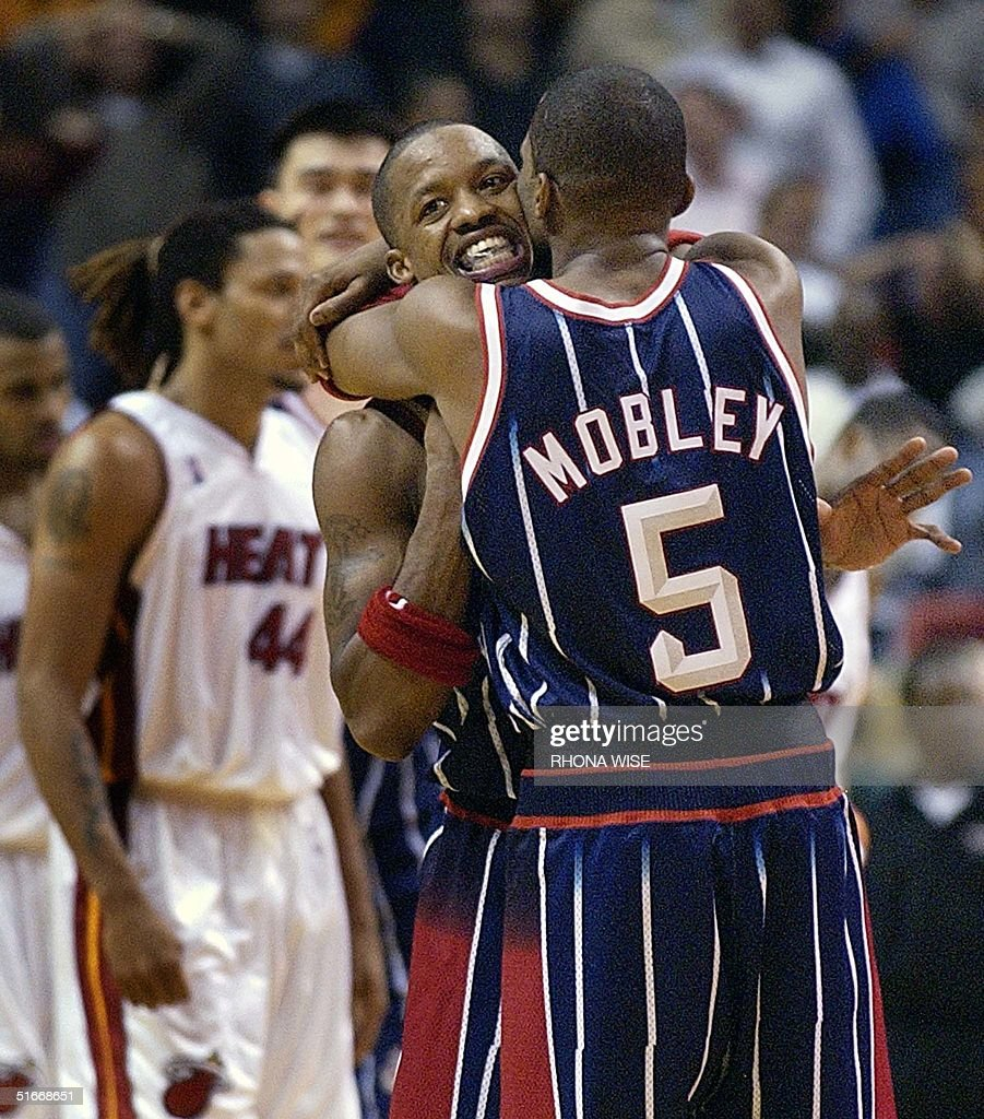 Houston Rockets guard Cuttino Mobley 5 hugs team