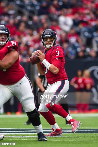 Houston Texans quarterback Tom Savage looks down the field during the football game between the San Francisco 49ers and the Houston Texans on...