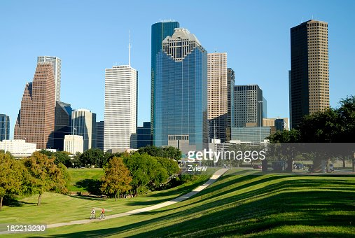 Skyline di Houston, Texas e i ciclisti su Park