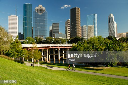 Skyline di Houston, Texas, ciclisti e Waterway