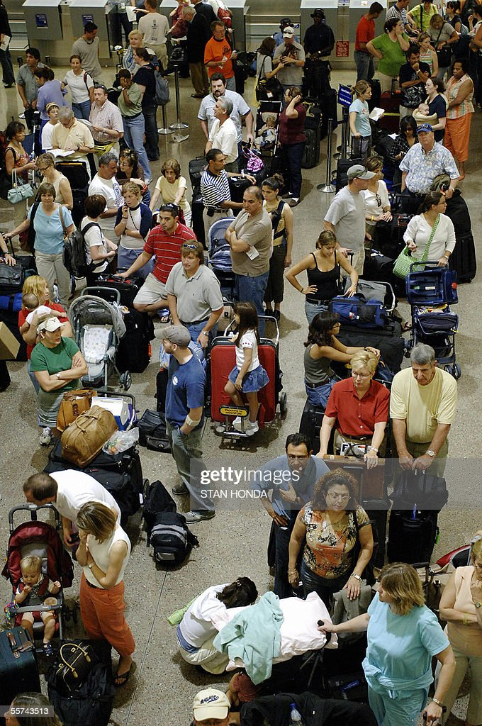 Lines of passengers wait at a security checkpoint 22 September 2005 before flying out of George Bush Intercontinental Airport in Houston, Texas, as people from south Texas evacuate in advance of Hurricane Rita. AFP PHOTO/Stan HONDA