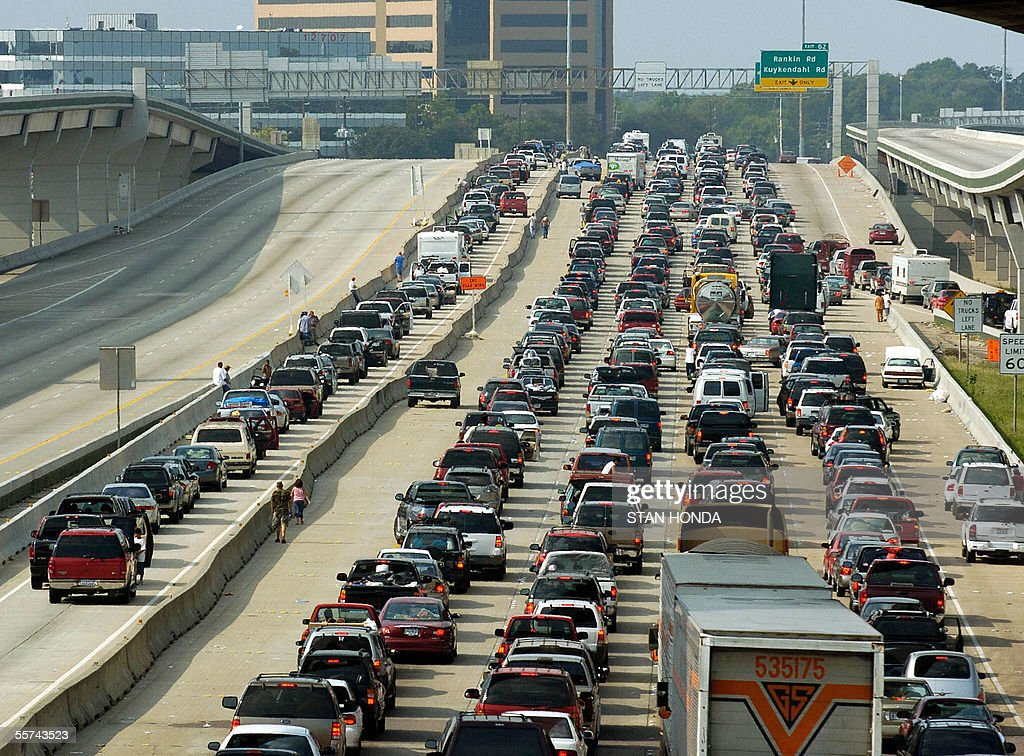 Vehicles jam the northbound lanes (R) of I-45 as the southbound lanes (L) are empty in Houston, Texas, 22 September 2005, as people from south Texas evacuate in advance of Hurricane Rita. AFP PHOTO/Stan HONDA