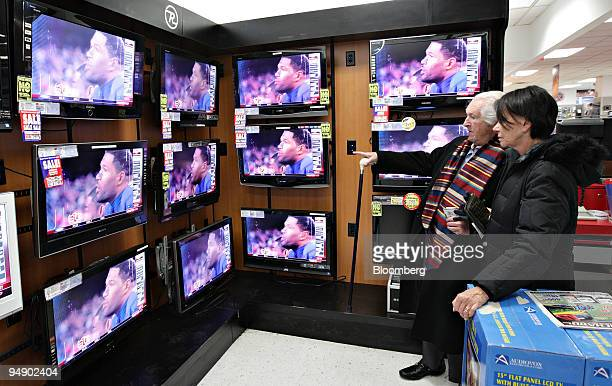 Howard and Louise Greenwald shop for a flatscreen television inside a PC Richard Sons store in New York US on Thursday Jan 31 2008 With January the...