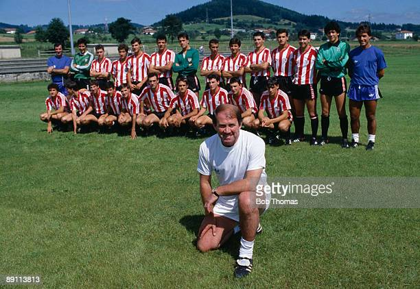 Howard Kendall the new coach of Spanish club Athletico Bilbao pictured with the squad on the first day of preseason training 27th July 1987