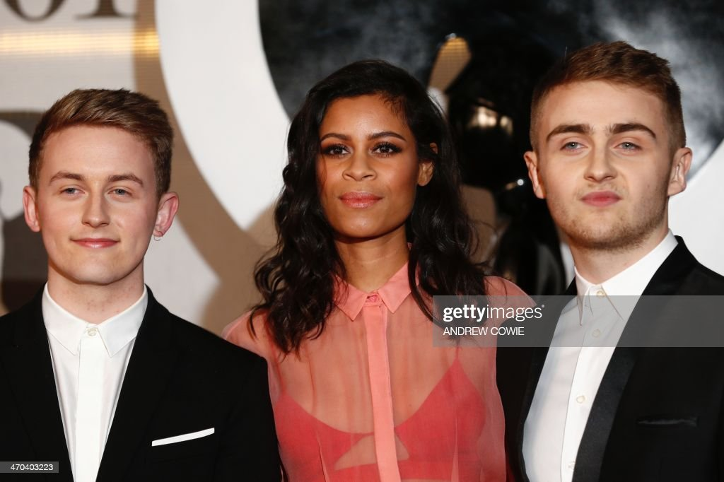 Howard Lawrence (L) and his brother Guy (R) of British electronic music duo Disclosure pose with Aluna Francis from British electronic music duo AlunaGeorge (C) on the red carpet with arriving at the BRIT Awards 2014 in London on February 19, 2014. AFP PHOTO / ANDREW COWIE