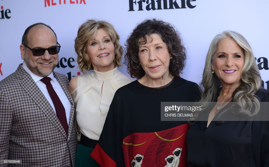 Howard Morris, Jane Fonda, Lily Tomlin and Marta Kauffman attend the Season 2 Premiere of Grace and Frankie, in Los Angeles, California, on May 1, 2016. / AFP / CHRIS