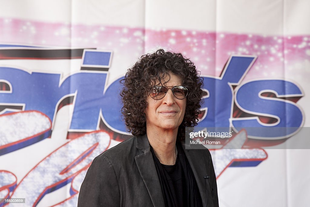 <a gi-track='captionPersonalityLinkClicked' href=/galleries/search?phrase=Howard+Stern+-+Presentatore&family=editorial&specificpeople=211543 ng-click='$event.stopPropagation()'>Howard Stern</a> attends 'America's Got Talent' Season 8 Meet The Judges Red Carpet Event at Akoo Theatre at Rosemont on May 8, 2013 in Rosemont, Illinois.