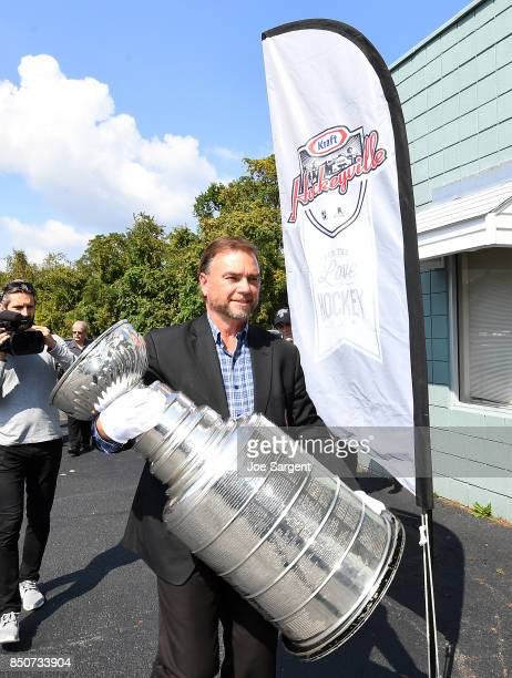 Howie Borrow of the Hockey Hall of Fame carries the Stanley Cup during Day 1 of NHL Kraft Hockeyville USA at Rostraver Ice Gardens on September 21...
