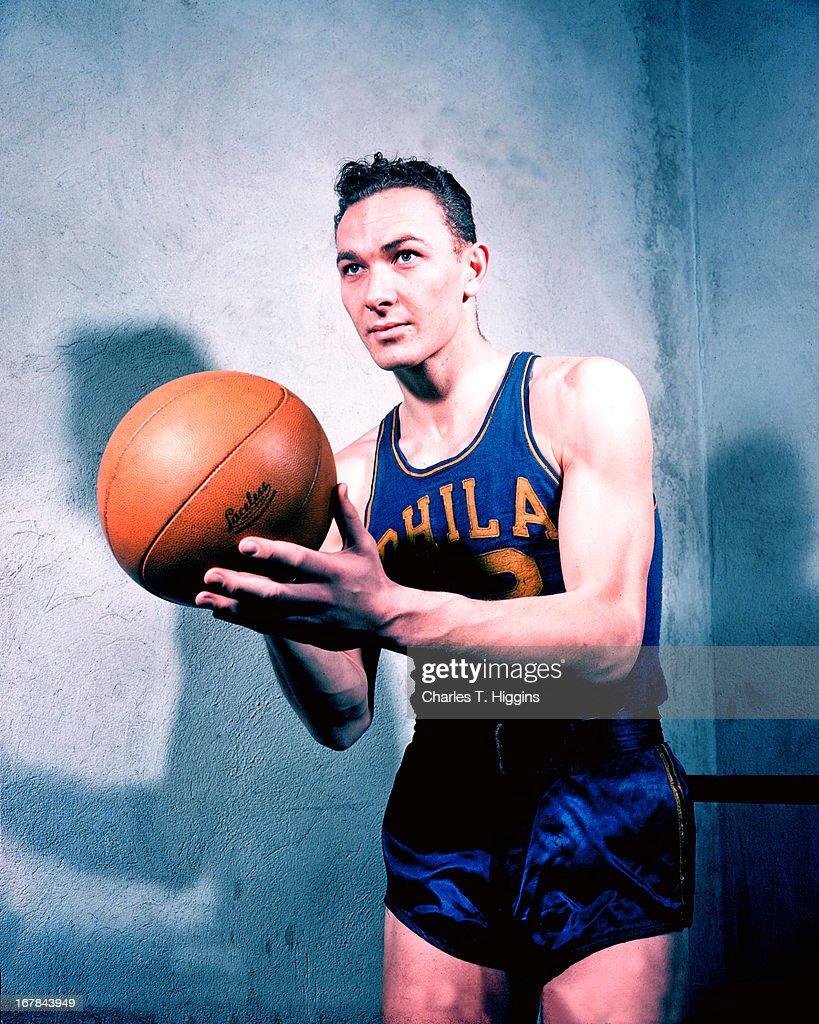 Howie Dallmar #12 of the Philadelphia Warriors poses for a portrait circa 1947 at the Philadelphia Civic Center in Philadelphia, Pennsylvania.