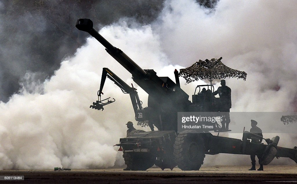 Howitzer gun during mock combat demonstration during the Army Day Parade on January 15 2016 in New Delhi India The Army Day is annually celebrated on...