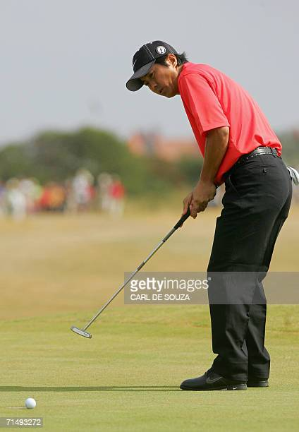 Japan's Keiichiro Fukabori putts during the second round of the 135th British Open Golf Championships in Hoylake in Liverpool in northwest England 21...