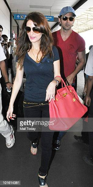 Hrithik and Suzanne Roshan at the Mumbai airport leaving for the IIFA awards at Colombo on June 2 2010