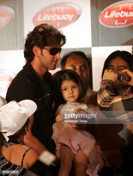 Hrithik Roshan obliged a little fan for a photo during a Lifebouy Little Star Meet with the star at JW Marriott