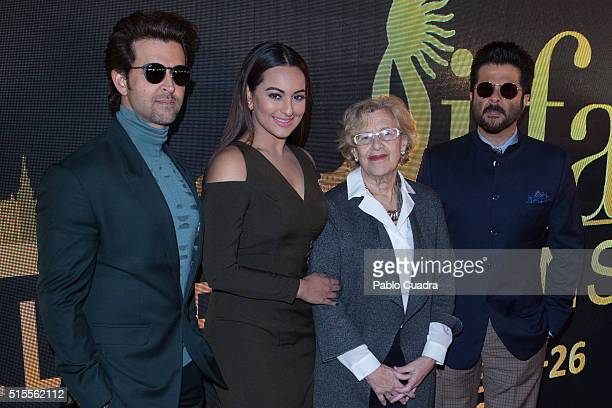 Hrithik Roshan Sonakshi Sinha Manuela Carmena and Anil Kapoor attend the 17th International Indian Film Academy awards press conference at the Retiro...