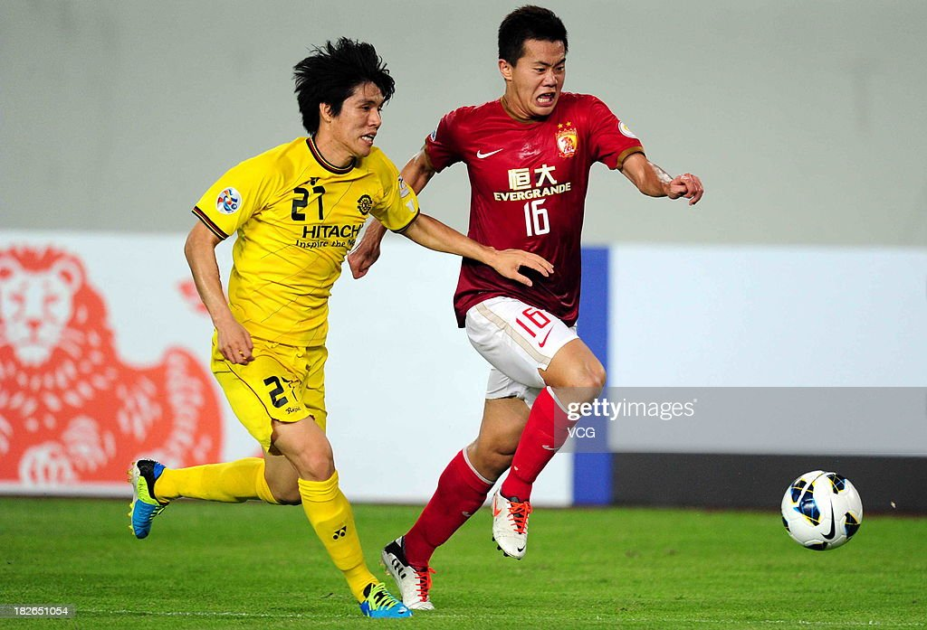 Huang Bowen #16 of Guangzhou Evergrande and <a gi-track='captionPersonalityLinkClicked' href=/galleries/search?phrase=Kim+Chang-Soo&family=editorial&specificpeople=4023758 ng-click='$event.stopPropagation()'>Kim Chang-Soo</a> #27 of Kashiwa Reysol battle for the ball during the AFC Champions League Semi Final 2nd Leg match between Guangzhou Evergrande and Kashiwa Reysol at Tianhe Sports Center on October 2, 2013 in Guangzhou, China.