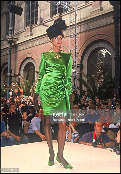 Hubert De Givenchy Haute Couture fashion show fall winter 1991 1992 collections in Paris