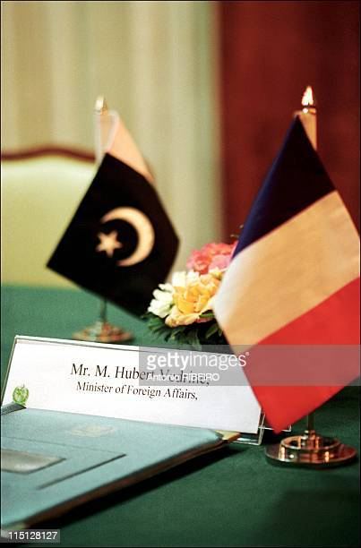 Hubert Vedrine on official visit to Pakistan and India in Islamabad Pakistan on November 02 2001 Hubert Vedrine's sign on meeting table with French...