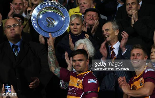 Huddersfield Giants Danny Brough celebrates with the League winners shield after the Super League match at the John Smith's Stadium Huddersfield