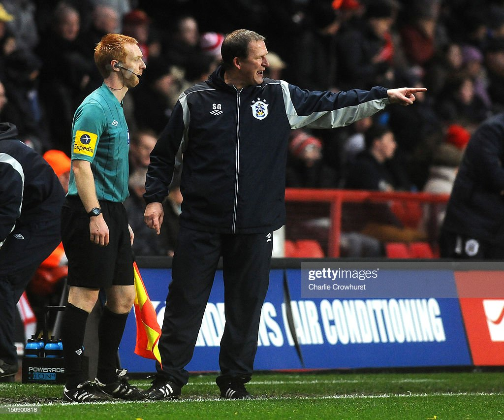 Huddersfield manager <a gi-track='captionPersonalityLinkClicked' href=/galleries/search?phrase=Simon+Grayson&family=editorial&specificpeople=2595100 ng-click='$event.stopPropagation()'>Simon Grayson</a> has words with the linesman after Kieth Sourthern is sent off during the npower Championship match between Charlton Athletic and Huddersfield Town at The Valley on November 24, 2012 in London, England.