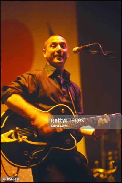 Huey Morgan of Fun Lovin' Criminals performing at Hammerstein Ballroom New York on 9 October 1997