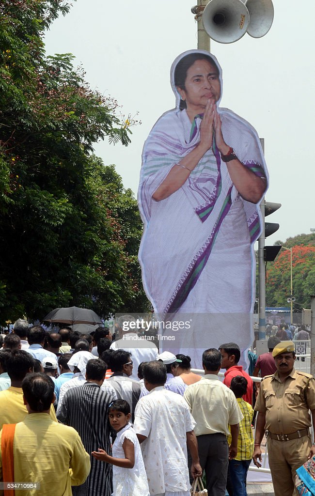 Huge cutout of West Bengal Chief Minister Mamata Banerjee put at Red Road by supporters during her oath taking ceremony on May 27, 2016 in Kolkata, India. The presence of prominent Non-BJP Non-Congress party leaders like Arvind Kejriwal, Nitish Kumar, Lalu Yadav, Akhilesh Yadav gave air to formation of major Anti-Modi block in 2019.