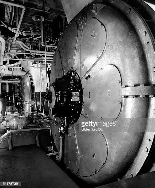 USA Huge electric motor of the american ship 'California' Photographer Guttmann Published by 'Tempo' Vintage property of ullstein bild