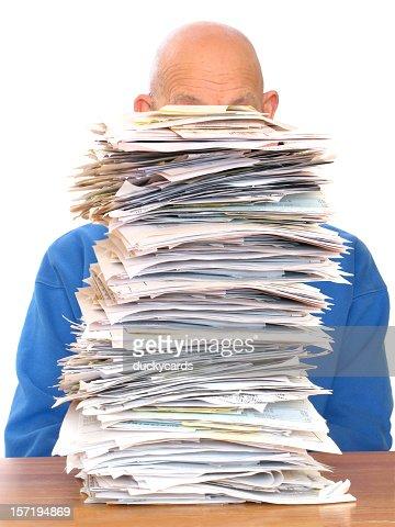 巨大な書類の山