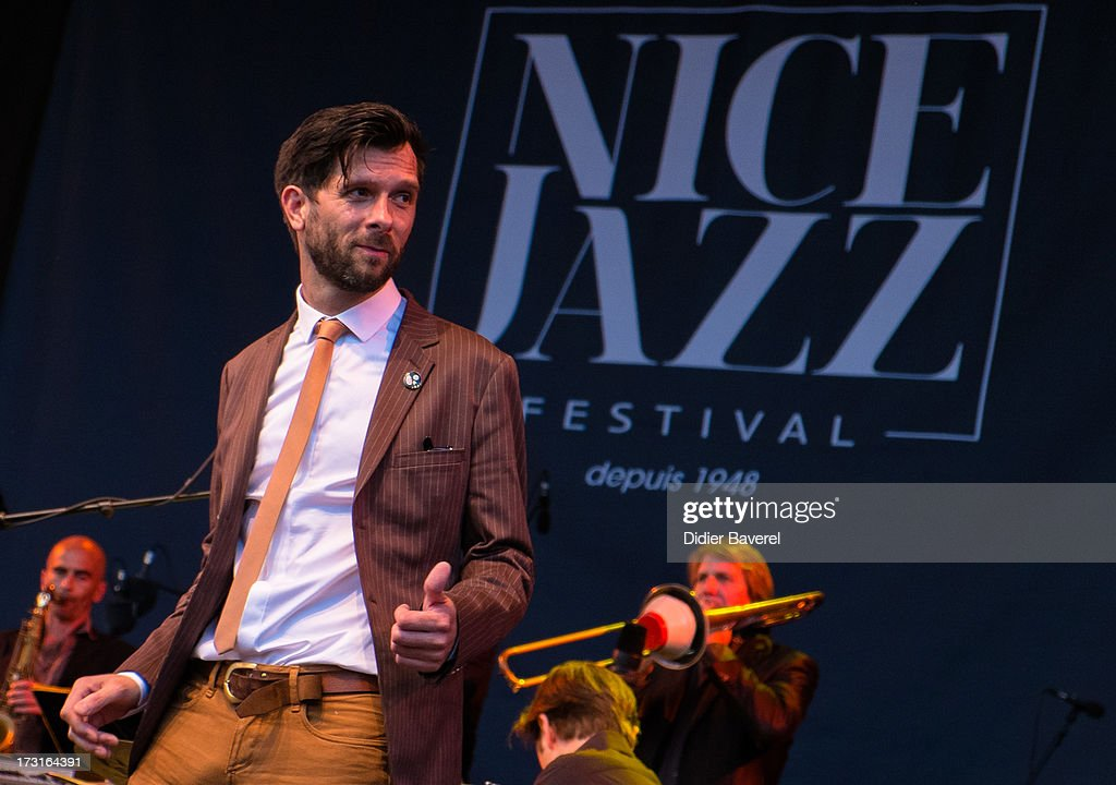 Hugh Coltman performs on Nice Jazz Festival stage on July 8, 2013 in Nice, France.