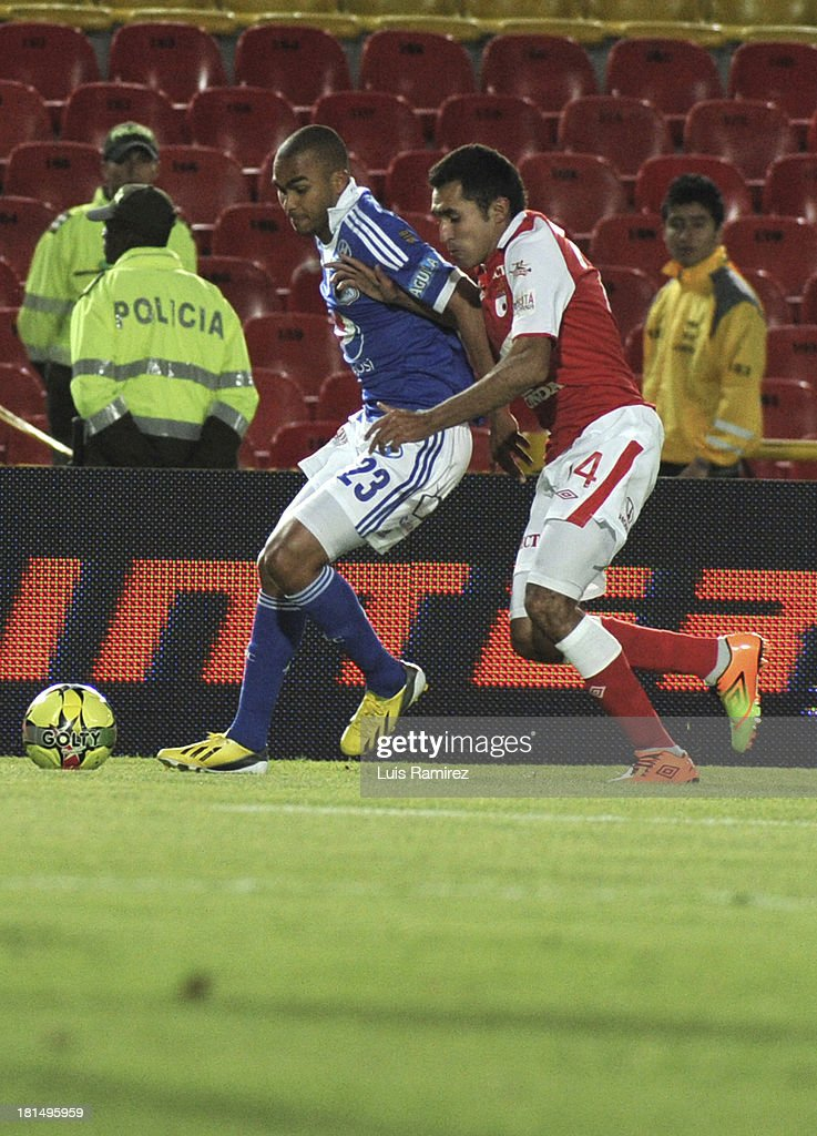 Hugo Acosta of Independiente Santa Fe fights for the ball with Lewis Ochoa of Millonarios during a match between Independiente Santa Fe and Millonarios as part of the Liga Postobon II at Nemesio Camacho Stadium on September 21, 2013 in Bogota, Colombia.