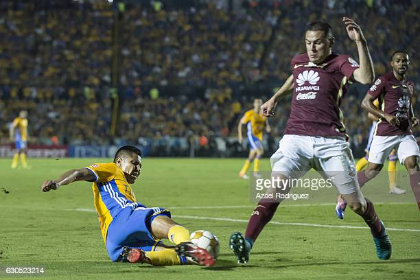 Hugo Ayala of Tigres fights for the ball with Pablo Aguilar of America during the Final second leg match between Tigres UANL and America as part of...