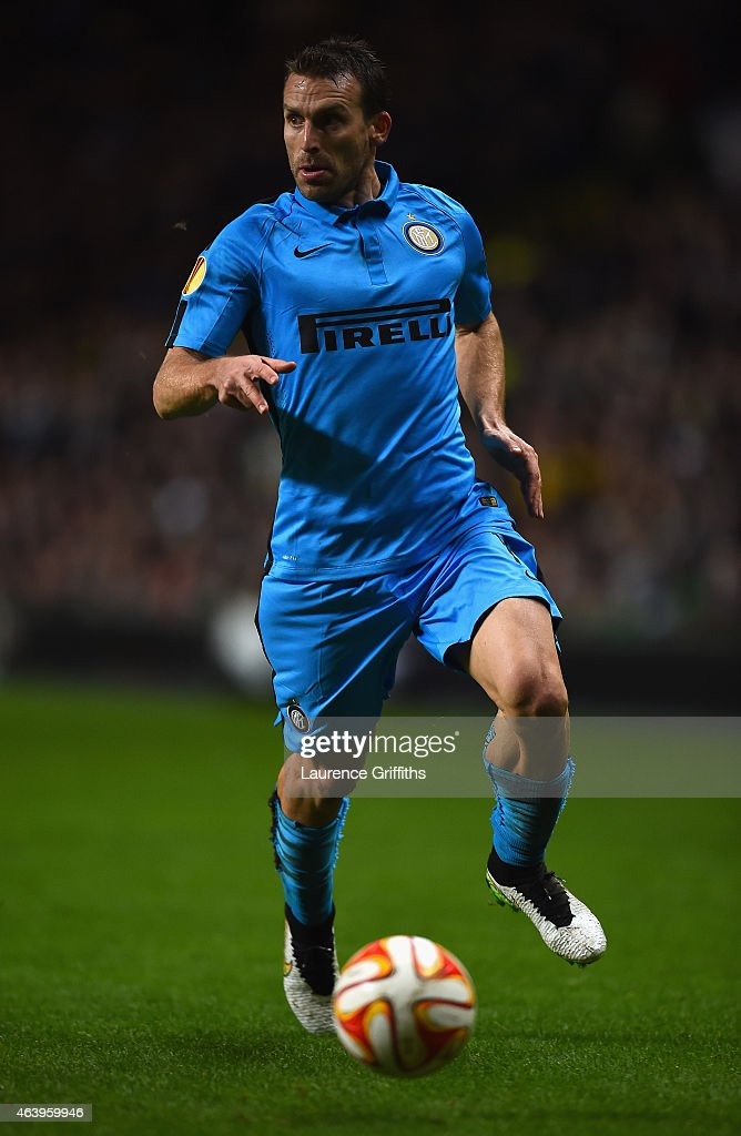 <a gi-track='captionPersonalityLinkClicked' href=/galleries/search?phrase=Hugo+Campagnaro&family=editorial&specificpeople=4530287 ng-click='$event.stopPropagation()'>Hugo Campagnaro</a> of FC Internazionale Milano in action during the UEFA Europa League Round of 32 match between Celtic and FC Internazionale Milano on February 19, 2015 in Glasgow, United Kingdom.