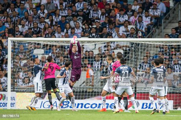 Hugo Gonzalez goalkeeper of Monterrey in action during the 13th round match between Monterrey and Pachuca as part of the Torneo Apertura 2017 Liga MX...