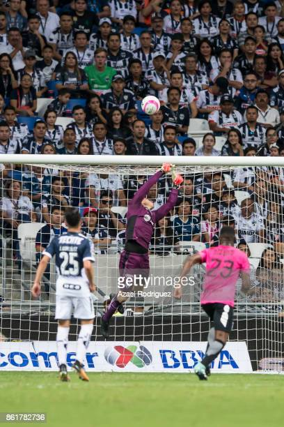 Hugo Gonzalez of Monterrey in action during the 13th round match between Monterrey and Pachuca as part of the Torneo Apertura 2017 Liga MX at BBVA...