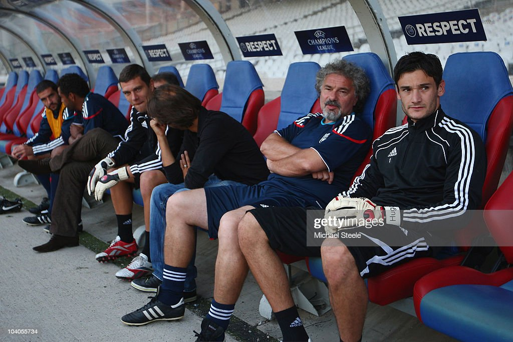 Hugo lloris (R), goalkeeper of Olympic Lyon sits on the bench prior to the training session, ahead of their Group B UEFA Champions League first phase match against Schalke 04, at Stade de Gerland on September 13, 2010 in Lyon, France.