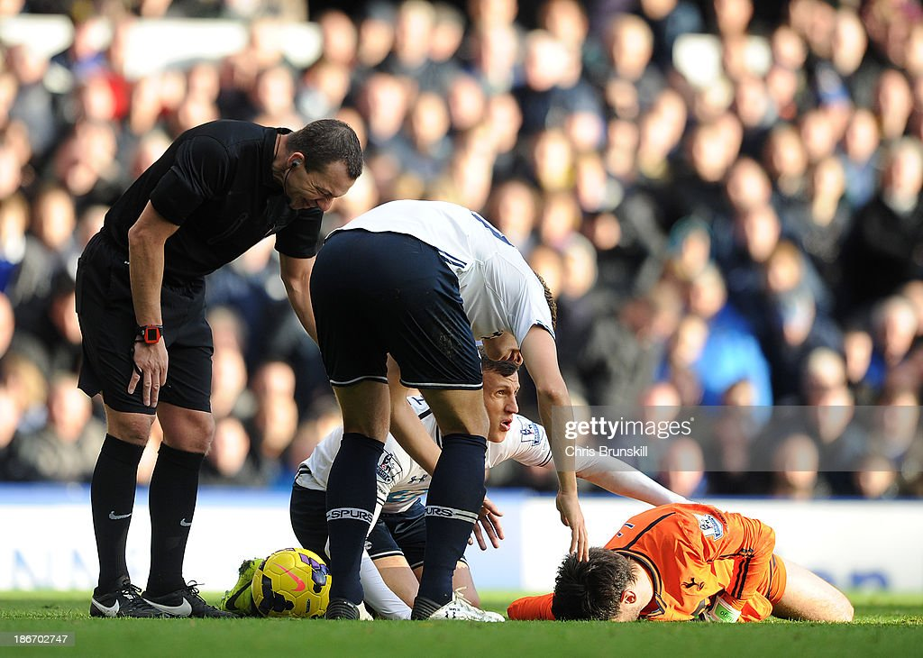 <a gi-track='captionPersonalityLinkClicked' href=/galleries/search?phrase=Hugo+Lloris&family=editorial&specificpeople=2501893 ng-click='$event.stopPropagation()'>Hugo Lloris</a> of Tottenham Hotspur lies injured during the Barclays Premier League match between Everton and Tottenham Hotspur at Goodison Park on November 03, 2013 in Liverpool, England.