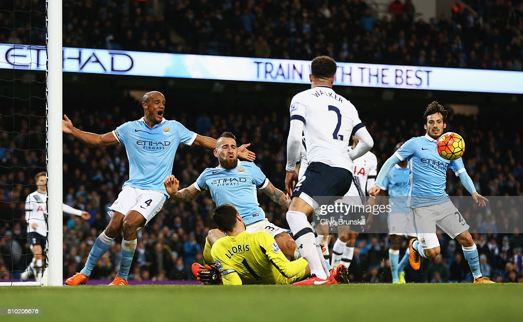 <a gi-track='captionPersonalityLinkClicked' href=/galleries/search?phrase=Hugo+Lloris&family=editorial&specificpeople=2501893 ng-click='$event.stopPropagation()'>Hugo Lloris</a> of Tottenham Hotspur makes a late save during the Barclays Premier League match between Manchester City and Tottenham Hotspur at Etihad Stadium on February 14, 2016 in Manchester, England.